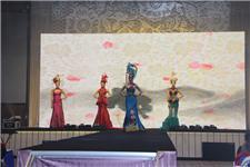 展现东方传统之美的走秀表演